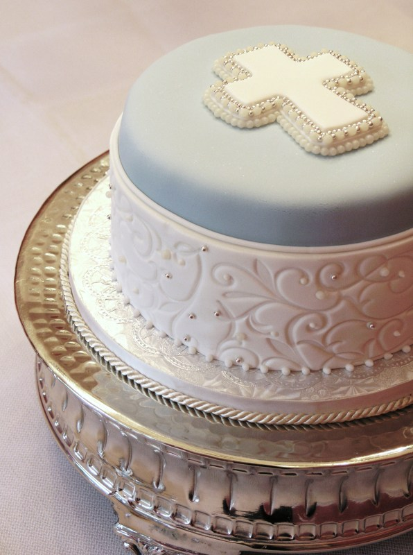 Filigree Designs for Cakes http://www.sugarrealm.com/filigree-in-bleu.html
